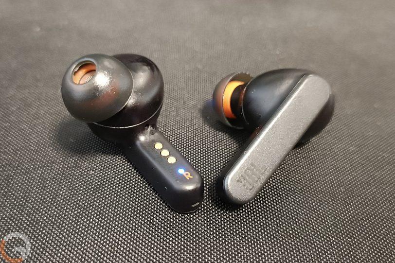 אוזניות JBL Live Pro Plus (צילום: רונן מנדזיצקי)