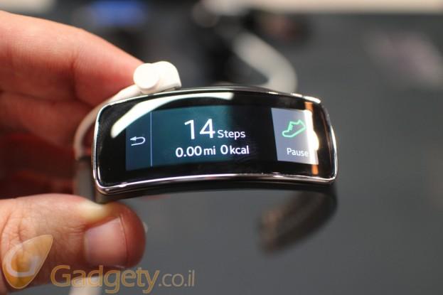 מתוחכם סמסונג מציגה את מחיריהם של המוצרים הלבישים Gear 2 ו-Gear Fit RO-01